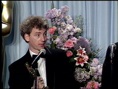 vidéos et rushes de william guttentag at the 1989 academy awards at the shrine auditorium in los angeles, california on march 29, 1989. - 61e cérémonie des oscars