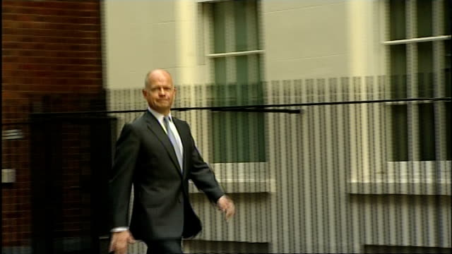 stockvideo's en b-roll-footage met william hague arrives at downing street england london downing street ext william hague mp along as arriving at downing street / jo johnson mp... - william hague