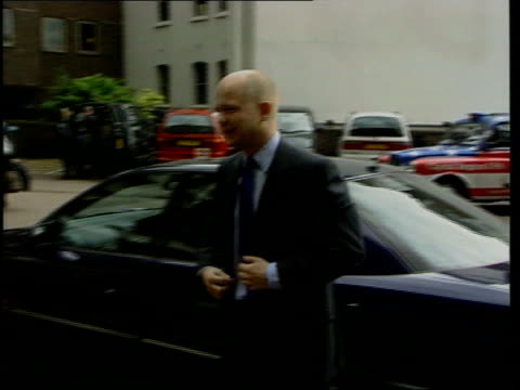 stockvideo's en b-roll-footage met william hague dismisses polls/agrees to tv debate lib london conservative party leader william hague mp from car then posing for press as arriving at... - william hague