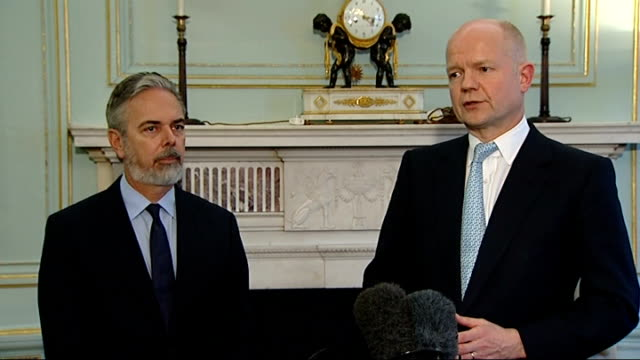 william hague meets brazilian fm antonio patriota england london carlton gardens photography*** william hague mp and antonio patriota into room for... - william hague stock-videos und b-roll-filmmaterial