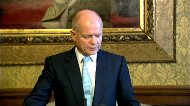 vídeos de stock e filmes b-roll de william hague statement on gaza conflict; england: london: whitehall: int william hague mp to podium william hague mp statement sot - good morning -... - 30 seconds or greater