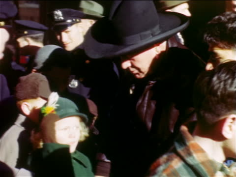 stockvideo's en b-roll-footage met william hopalong cassidy boyd in cowboy hat meeting children outdoors / nyc - cowboyhoed
