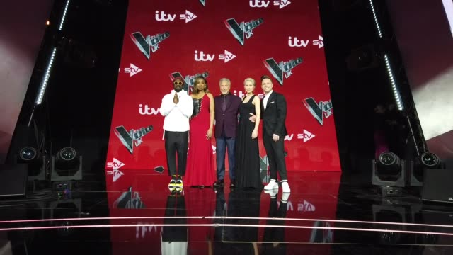 will.i.am, jennifer hudson, sir tom jones, emma willis and olly murs attend the voice uk final 2019 photocall at elstree studios on april 4, 2019 in... - reality fernsehen stock-videos und b-roll-filmmaterial
