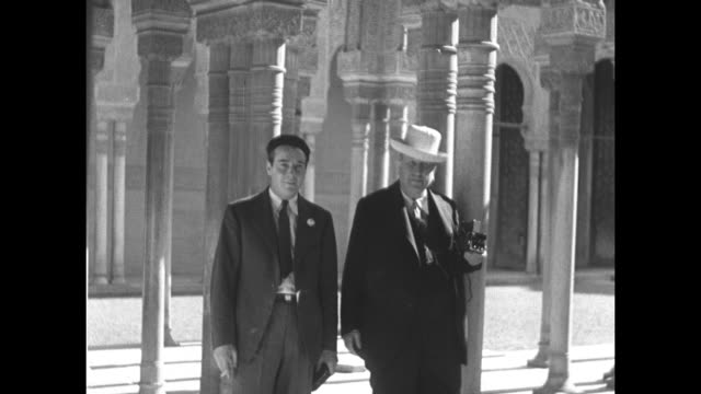 william randolph hearst sr. and his sons and their wives or girlfriends tour alhambra with column, arches and fountains, hearst sr. is wearing white... - coniugi video stock e b–roll