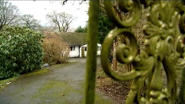 william roach gives evidence at trial rossendale haslingden gvs bungalow where coronation street actor william roach lived at time of alleged sexual... - ソープオペラ点の映像素材/bロール