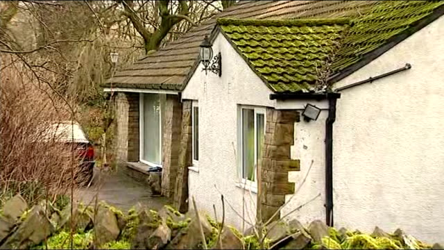 william roache trial continues 1612014 / t16011404 rossendale haslingden ext bungalow where coronation street actor william roach lived at time of... - ソープオペラ点の映像素材/bロール