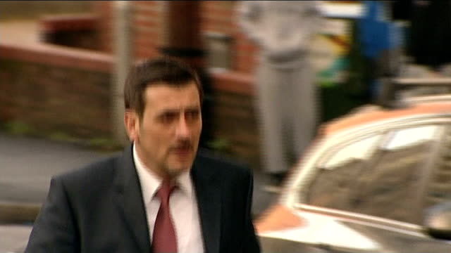 coronation street actors give character witnesses helen worth along as arriving at court to give character witness chrios gascoyne along as arriving... - ソープオペラ点の映像素材/bロール