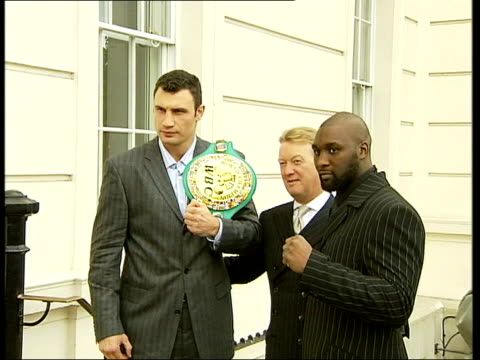 williams and klitschko posing with promoter frank warren after fight was announced cs world championship belt cms williams clean feed tape = d0598030... - world championship stock videos & royalty-free footage
