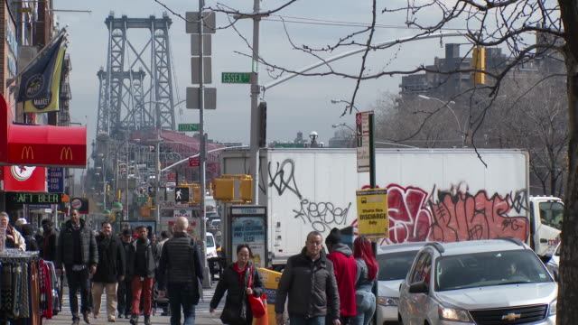 vídeos de stock, filmes e b-roll de williamsburg bridge, delancey street, lower east side - manhattan, nyc - williamsburg new york