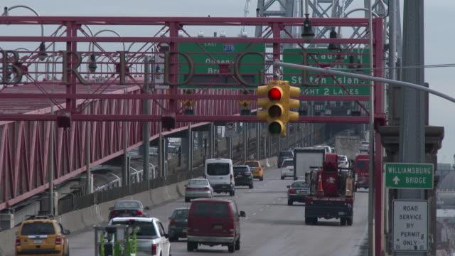 williamsburg bridge traffic, lower east side - manhattan, nyc - williamsburg bridge stock videos and b-roll footage