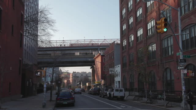 vídeos de stock, filmes e b-roll de williamsburg, brooklyn, new york city - williamsburg new york