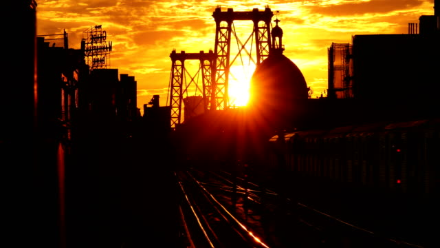 vidéos et rushes de williamsburg brooklyn sunset - crépuscule
