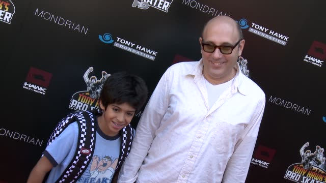 willie garson at 9th annual stand up for skateparks benefit on 10/7/2012 in beverly hills, ca. - ウィリー ガーソン点の映像素材/bロール