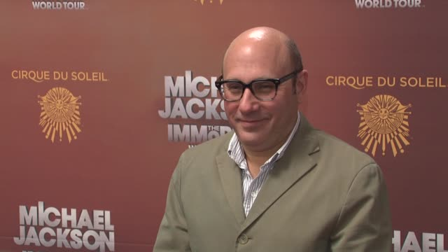 "willie garson at michael jackson: ""the immortal"" world tour - new york premiere at madison square garden on april 03, 2012 in new york, new york - ウィリー ガーソン点の映像素材/bロール"