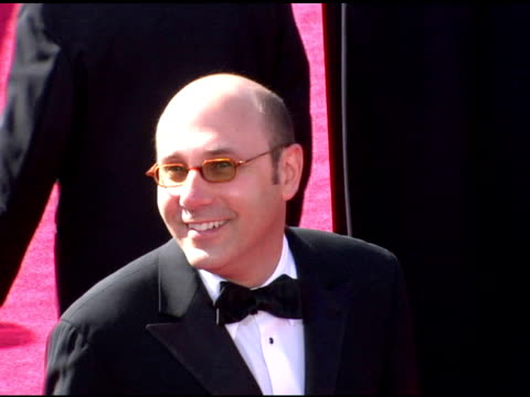 willie garson at the 2006 primetime emmy awards arrivals at the shrine auditorium in los angeles, california on september 19, 2004. - ウィリー ガーソン点の映像素材/bロール