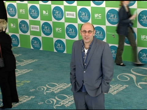 willie garson at the 20th annual independent spirit awards arrivals and interviews at santa monica in santa monica, california on february 26, 2005. - ウィリー ガーソン点の映像素材/bロール