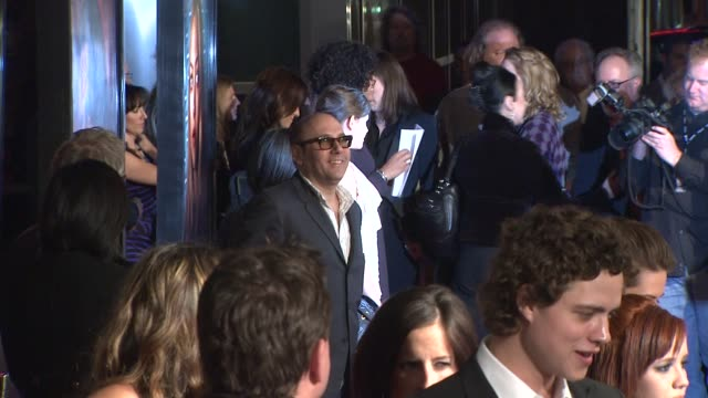 willie garson at the 'big love' 3rd season premiere of the hbo originial series at los angeles ca. - ウィリー ガーソン点の映像素材/bロール