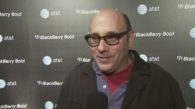 willie garson on the new blackberry bold, on what he uses his blackberry for and on why everyone should go out and vote at the u.s. launch party for... - ウィリー ガーソン点の映像素材/bロール