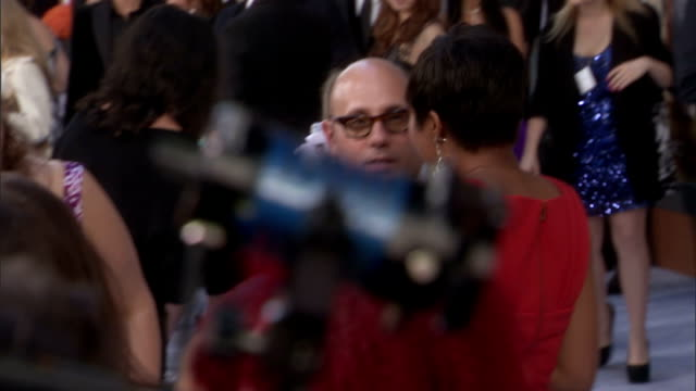 willie garson walking down red carpet and over to reporter for interview - ウィリー ガーソン点の映像素材/bロール