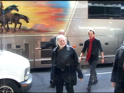 willie nelson arrives for taping at the 'late show with david letterman' in new york 03/30/11 - willie nelson stock-videos und b-roll-filmmaterial