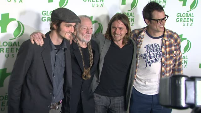 vídeos de stock e filmes b-roll de willie nelson at global green usa's 10th annual preoscar party on 2/20/13 in los angeles ca - festa do óscar