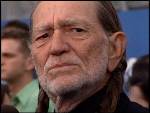 willie nelson at the 2000 grammy awards arrivals at staples center in los angeles, california on february 23, 2000. - willie nelson stock-videos und b-roll-filmmaterial