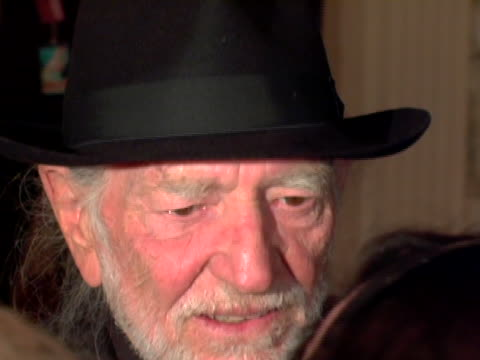 willie nelson at the bette midlers new york restoration projects hulaween october 31, 2006 at waldorf astoria in new york city, new york. - willie nelson stock-videos und b-roll-filmmaterial