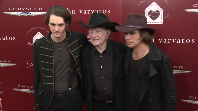 willie nelson, micah nelson and lukas nelson at the john varvatos 11th annual stuart house benefit at john varvatos on april 13, 2014 in los angeles,... - willie nelson stock-videos und b-roll-filmmaterial