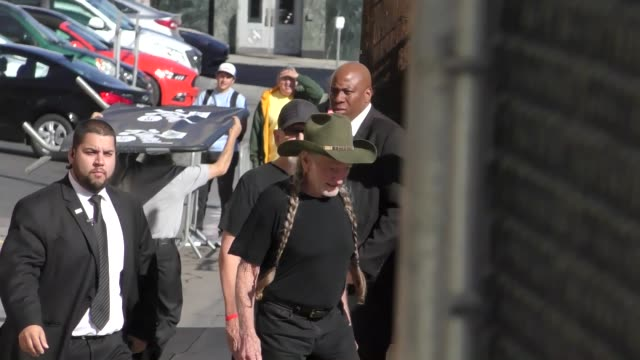 willie nelson outside jimmy kimmel live in hollywood in celebrity sightings in los angeles, - willie nelson stock-videos und b-roll-filmmaterial