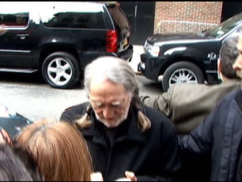vídeos de stock, filmes e b-roll de willie nelson signs autographs for fans just before leavin the 'late show with david letterman' in new york 03/30/11 - autografando