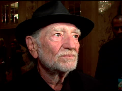 willie nelson- talks about what it feels like to be receiving the wind beneath my wings award also talks about why he feels this project and other... - willie nelson stock-videos und b-roll-filmmaterial