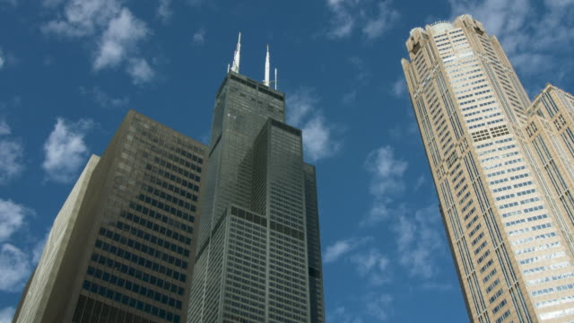 pov of willis tower in chicago from river - chicago river stock videos & royalty-free footage