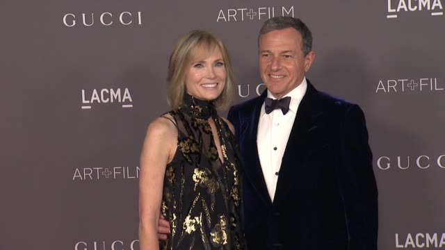 vídeos de stock, filmes e b-roll de willow bay and bob iger at the 2017 lacma art film gala honoring mark bradford and george lucas and presented by gucci at lacma on november 4 2017 in... - george lucas