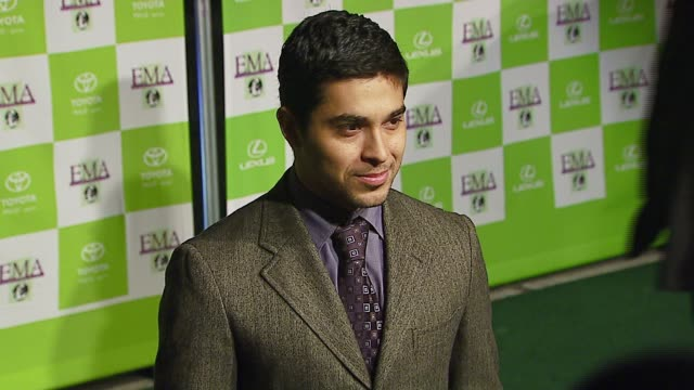 wilmer valderrama at the 16th annual environmental media awards at ebell theater in los angeles california on november 8 2006 - environmental media awards点の映像素材/bロール