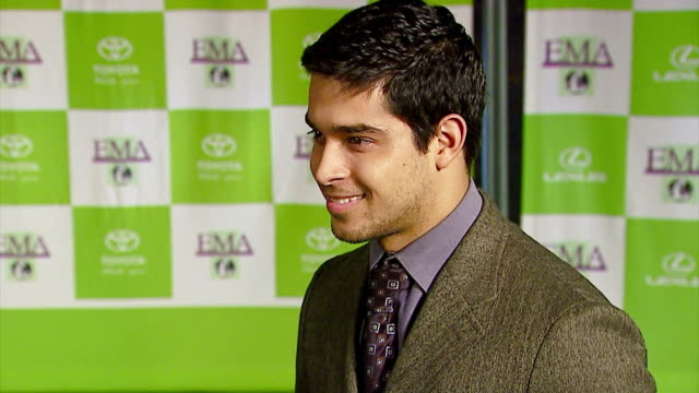 wilmer valderrama at the 16th annual environmental media awards at ebell theater in los angeles, california on november 8, 2006. - environmental media awards stock-videos und b-roll-filmmaterial