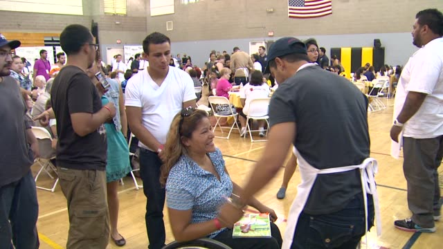 wilmer valderrama at the the cheesecake factory helps kick-off feeding america's hunger action month with 300 lunches at maywood ca. - wilmer valderrama stock videos & royalty-free footage