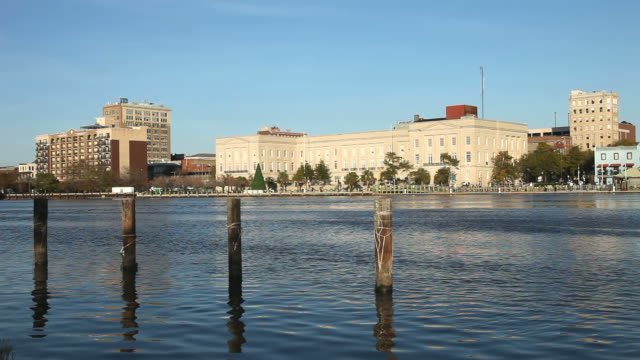 vídeos de stock, filmes e b-roll de riverfront wilmington - wilmington carolina do norte