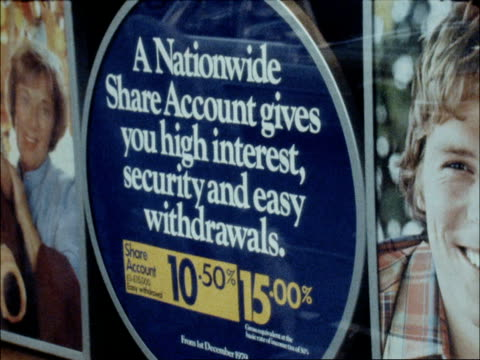 vídeos de stock, filmes e b-roll de wilson inquiry recommendations criticised england london ext reporter to camera 'hastings thanet' building society nationwide advertistement on... - bolsa de valores de londres