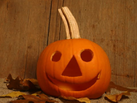 T/L CU Wilting pumpkin with jack o' lantern face