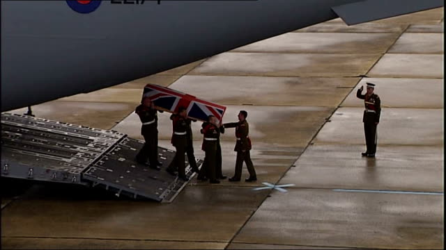 lyneham: ext union jack draped coffin of sergeant john amer carried off hercules plane as last post played by army bugler sot - union army stock videos & royalty-free footage