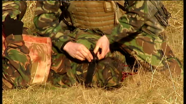 vidéos et rushes de salisbury plain: ext british troops on military exercises on salibury plain , simulted ied explodes, troops rescue colleague with leg wound private... - british military