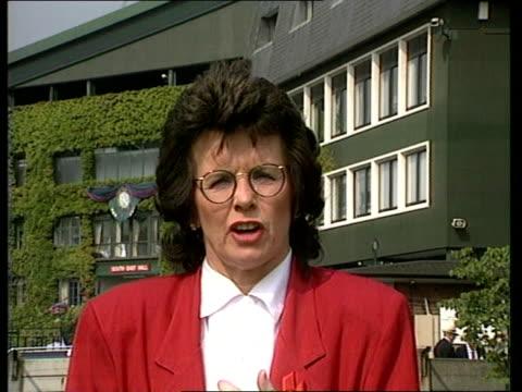 men's final; itn studio/2 way ex wimbledon england: london: wimbledon cms billie jean king intvwd sot - navratilova shouldn't retire if she wants to... - ビリー・ジーン・キング点の映像素材/bロール