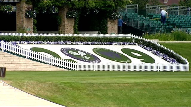men's draw / centre court gvs / venus williams training ext pan across wimbledon tennis courts / umpire's chair / 2009 floral display / various of... - scoreboard stock videos & royalty-free footage