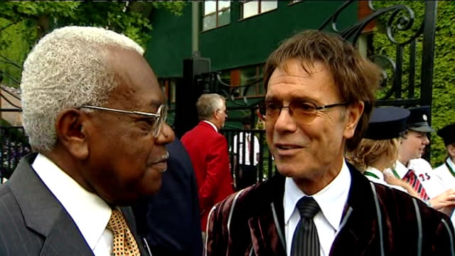 build up to andy murray semi-final; sir cliff richard interview with sir trevor mcdonald beside sot - nadal would understand that we are brits, we... - 準決勝点の映像素材/bロール