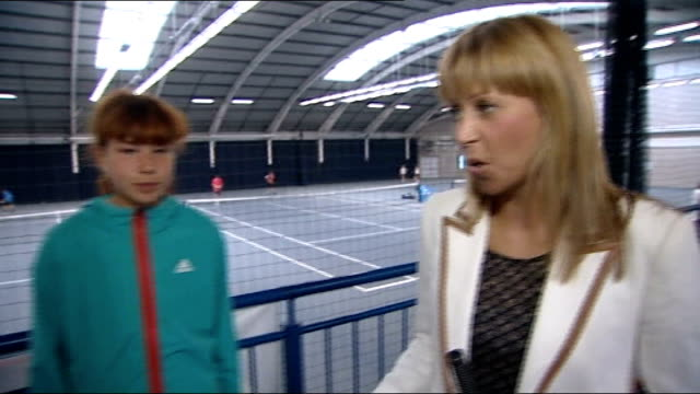men's semi finals: andy murray through to final; scotland: edinburgh: craiglockhart tennis centre: int reporter to camera robbie croll and anastasia... - 準決勝点の映像素材/bロール