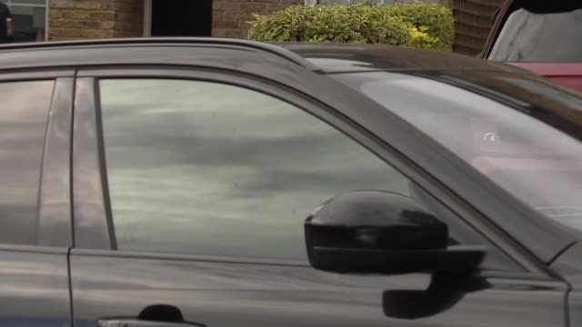 Andy Murray's car arrival ENGLAND London Wimbledon All England Tennis Club EXT Black car along with Andy Murray driving / Murray driving through gates