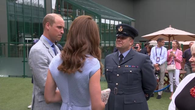 duke and duchess of cambridge arrive for men's singles final england london wimbledon all england club ext prince william duke of cambridge and... - キャサリン妃点の映像素材/bロール
