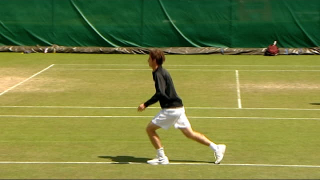 Andy Murray prepares for game against Fabrice Santoro ENGLAND London Wimbledon EXT British tennis player Andy Murray along to practice / Murray...