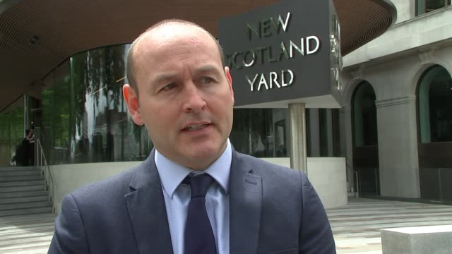 'wimbledon prowler' jailed after decade long burgling spree england london new scotland yard ext detective inspector andy durham interview sot - verurteilung stock-videos und b-roll-filmmaterial