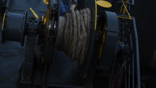 stockvideo's en b-roll-footage met lier met touw op veerboot, touw houdt veerboot wanneer verankerd in de dokken. - anchored